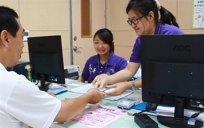 大千醫院鼓勵,民眾定期接受糞便潛血檢查及大腸鏡檢查,才能確保大腸癌的發生。(大千醫院提供/何冠嫻苗栗傳真)
