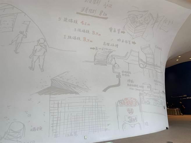 台中國家歌劇院駐館藝術家莊志維以燈光設計、結合曲牆投影,民眾站在館外也能一窺展覽。(林欣儀攝)