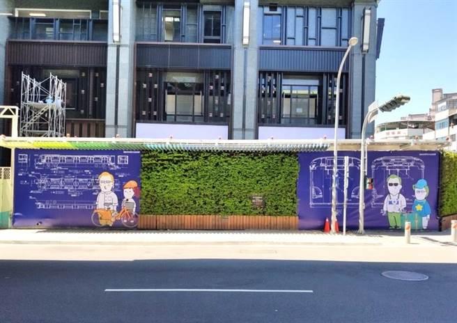 捷运绿线文华高中站新围篱亮相,以彩绘方式呈现捷运车厢细部设计。(中市府提供/林欣仪台中传真)