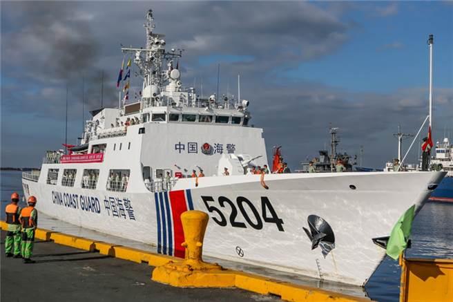 大陸海警5204艦全長102公尺、寬13.9公尺,滿載排水量2200噸。(圖/新華網)