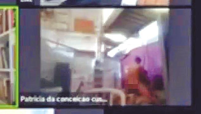 巴西里約熱內盧市議會上周利用Zoom開了一場視訊會議,其中一名與會(最右邊紅圈處)男性精蟲上腦,忘了關鏡頭,與一名女子上演活春宮,讓其他7名市議員傻眼。(摘自英國每日郵報網站)