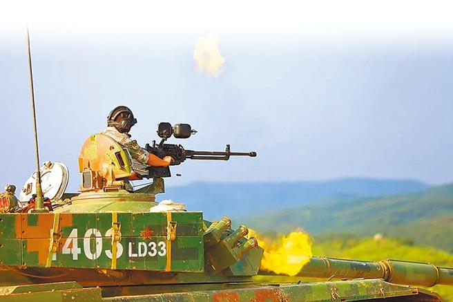 8月13日,大陸東部戰區第72集團軍某旅進行坦克高射機槍實彈射擊演練。(取自大陸國防部)
