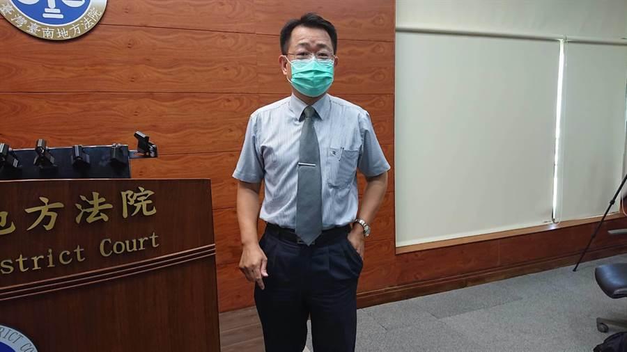 台南地方法院庭長林福來說明維冠賠償案判決進度。(程炳璋攝)