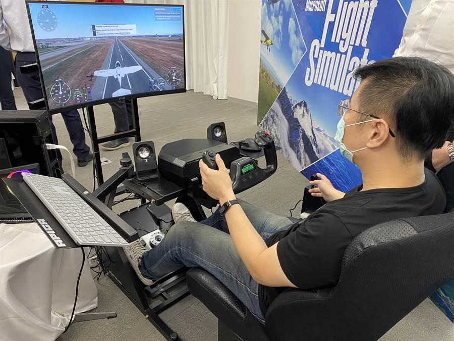 飛行迷注意!微軟新版《模擬飛行》正式推出。(黃慧雯攝)