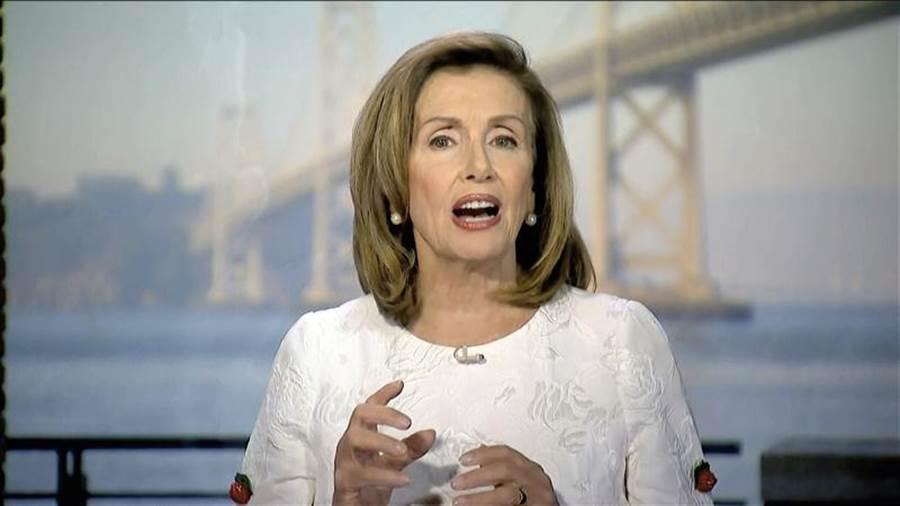美國眾議院議長裴洛西19日向民主黨全代會發表視訊演說。(美聯社)