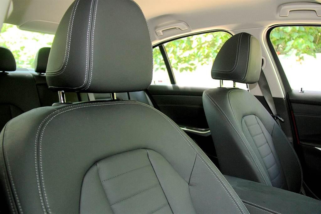 Vernasca皮革與Dakota均屬於相同等級的皮革,皆略硬帶有結實感,大多為運動化風格較強烈的較入門車款所採用。