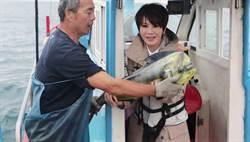 旱鴨子陳雅琳為節目考船員證 被推下水嚇壞
