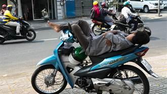 越南人午睡方式超狂 日本老闆一看嚇歪:是停屍間嗎