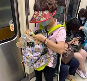 主婦飆手速「捷運上揀韭菜」 網封時間管理大師