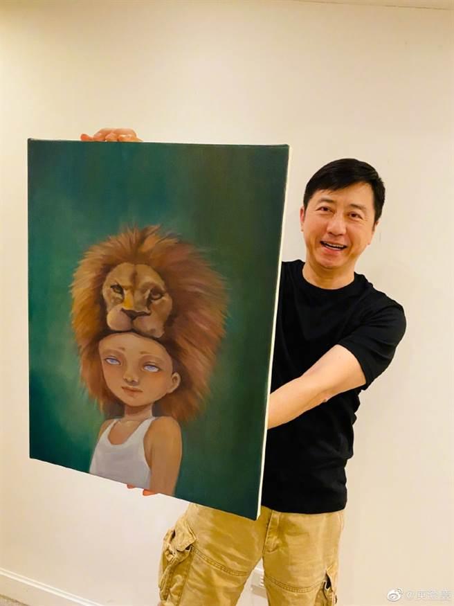 庾澄慶開心炫耀收到小哈力親手畫的作品。(圖/翻攝自微博)