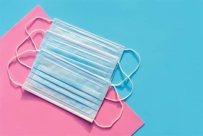 中衛口罩7色齊發!屈臣氏、博客來今天開賣,各家整理包出爐。(示意圖/Shutterstock)