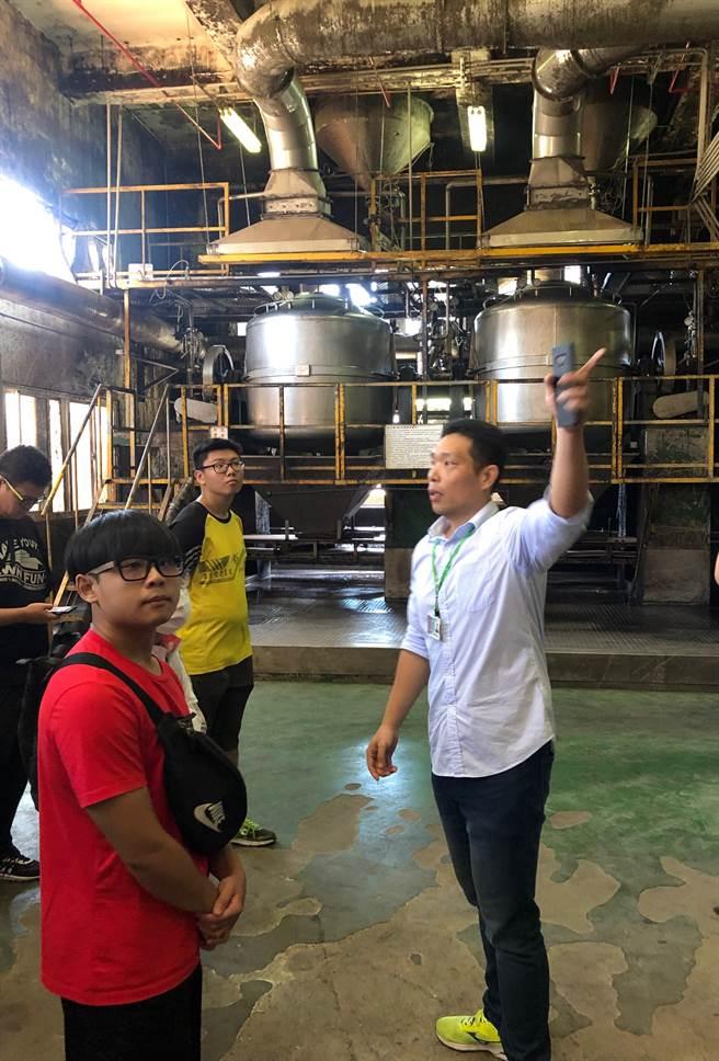 金大釀酒工藝坊的課程內容多樣化,讓學員對繁複的工序有更多認識。(金大提供)
