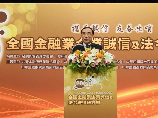 法務部長蔡清祥表示,「揭弊者保護法」草案,也將保護範圍擴大及於私部門,提供安心吹哨的後盾。(法務部提供)