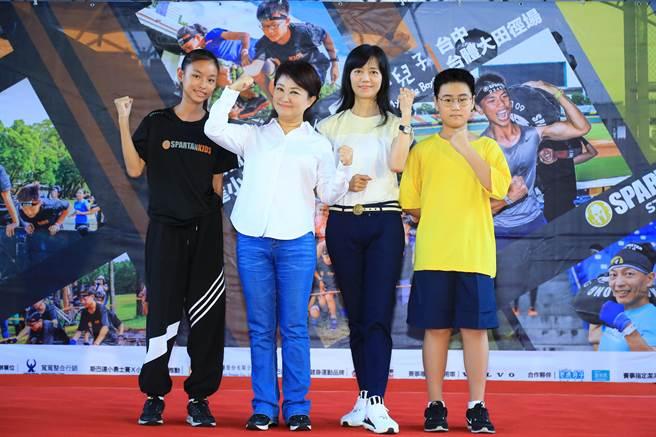 台中市長盧秀燕說,今年賽事為4到14歲孩童設計「小勇士」項目,將於12日登場,特別與夢田文創動畫影片《小兒子》跨域合作,運動結合文創,打造更具意義的活動內容。(盧金足攝)