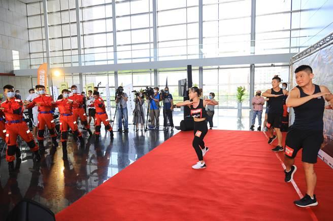台中市長盧秀燕強調,斯巴達賽事是國際新興運動,去年台灣首度引進斯巴達體育館賽事,就在台中舉辦,今年台中持續舉辦,希望讓更多敢參加、敢報名的勇士挑戰更多元運動。(盧金足攝)