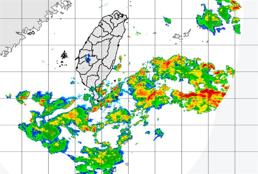 菲東水氣移入,氣象局針對東南部、恆春半島發布大雨特報。(中央氣象局提供)