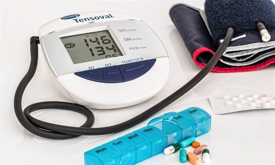 洪惠風建議清早起床5~10分鐘量血壓,剛開始可多量幾次,吃完中飯、傍晚或是睡前,1天至少2次,提供醫師做參考。(圖片來源:pixabay)