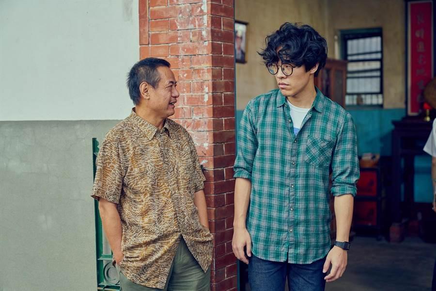 卢广仲和蔡振南在《花甲男孩转大人》饰演父子,有精彩对手戏。(台视提供)