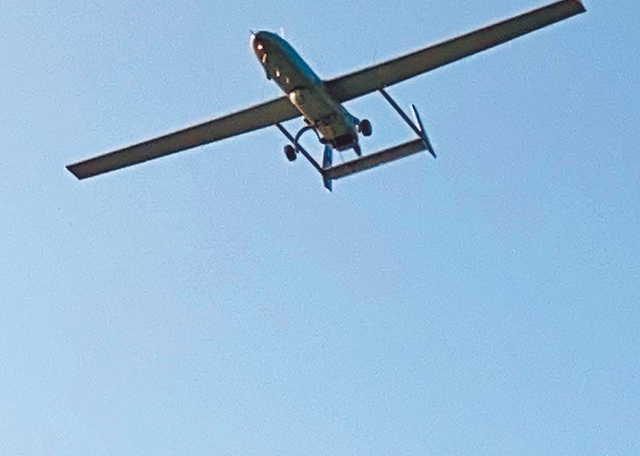 美陸在台海、南海頻頻軍演,台東太麻里20日天空出現疑似曾偵獲共軍艦艇的「銳鳶無人機」。(民眾提供)