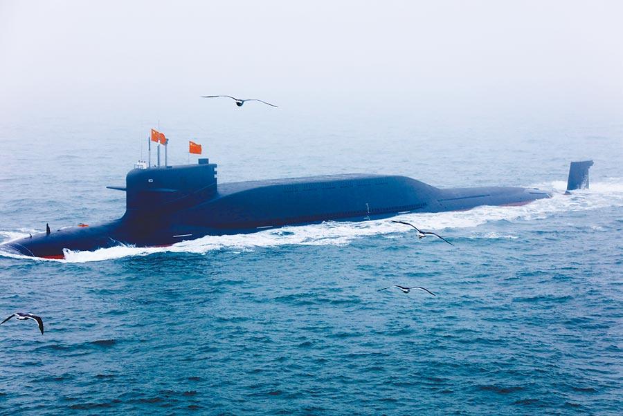 2019年4月23日,大陸核潛艇在青島海上閱艦活動亮相。(中新社資料照片)