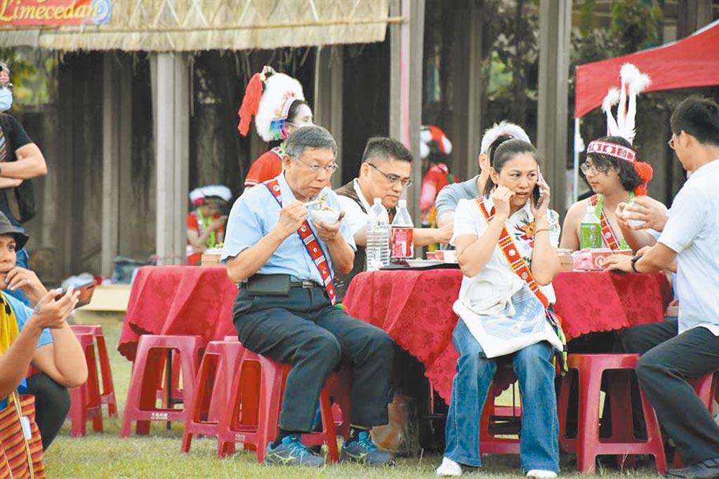 台北市長柯文哲前天到花蓮,他說是第一次參加豐年祭,不談政治、黨務,大啖朵頤阿美族風味餐。(本報資料照片)