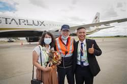 星宇七夕機浪漫起飛 旅客機坪求婚 K董當機務獻祝福