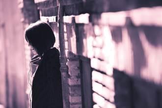 豬哥廟公染指年輕女信眾 小巷裡逼吻更伸鹹豬手 她哭喊:不要這樣