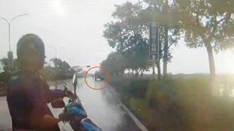 情侶撞砂石車釀2死 司機涉肇逃
