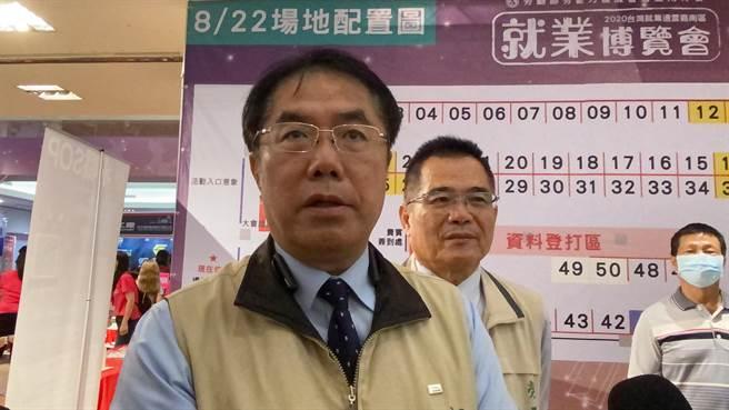 台南市長黃偉哲今天回應學甲爐渣案,認為是有人刻意政治操作。(曹婷婷攝)