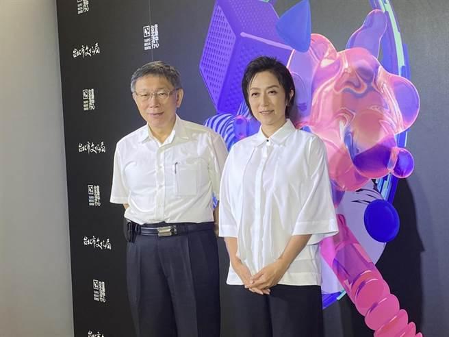 民眾黨主席柯文哲(左一)22日出席台北流行音樂中心滿載測試。(游念育攝)