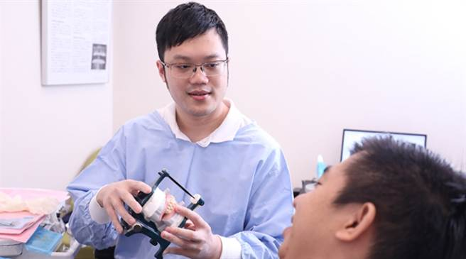 老人缺牙無法正常進食怎辦 牙醫師:這方法最棒 (圖/NOW健康)