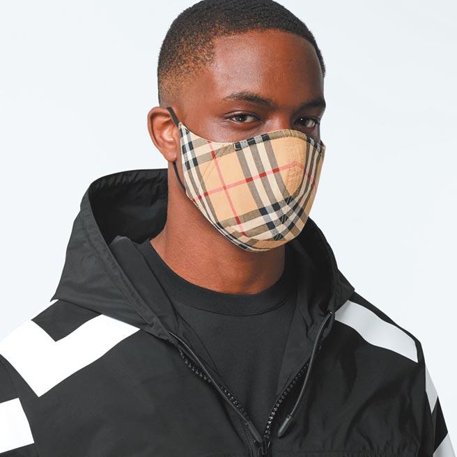 Burberry將推出單價90英鎊(約台幣3,600元)的經典格紋布口罩,成為全球第一家跨入口罩時尚的精品大廠。圖/下載自官網