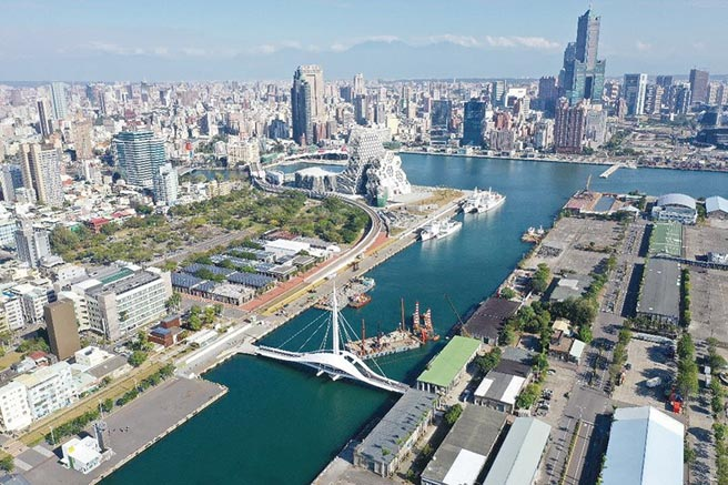 高雄亞灣因重大公共建設帶動,與農16、美術館特區,並列高雄三大豪宅聚落。圖/港務公司提供
