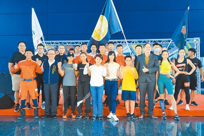 台中市長盧秀燕(中)21日表示,斯巴達賽事是國際上的新興運動,台中要打造酷城市,推廣酷運動。(盧金足攝)