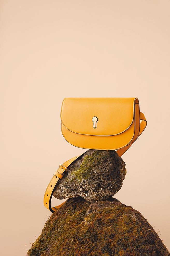 Bally Cecyle黃色牛皮鎖匙小肩包,2萬7180元。(Bally提供)