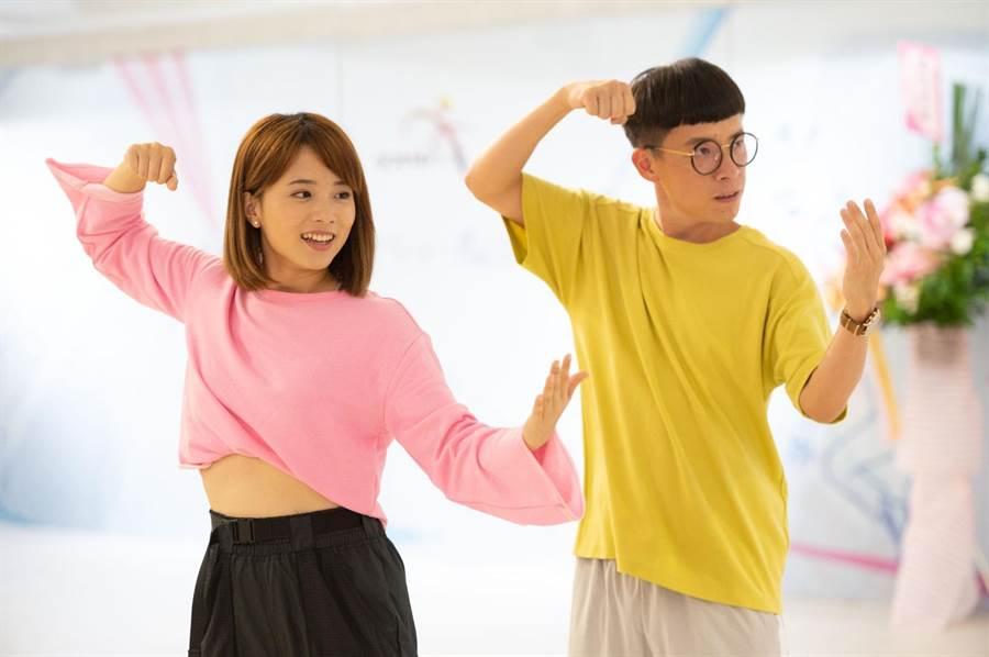 王上菲(左起)、游小白都很會跳舞。(TVBS提供)
