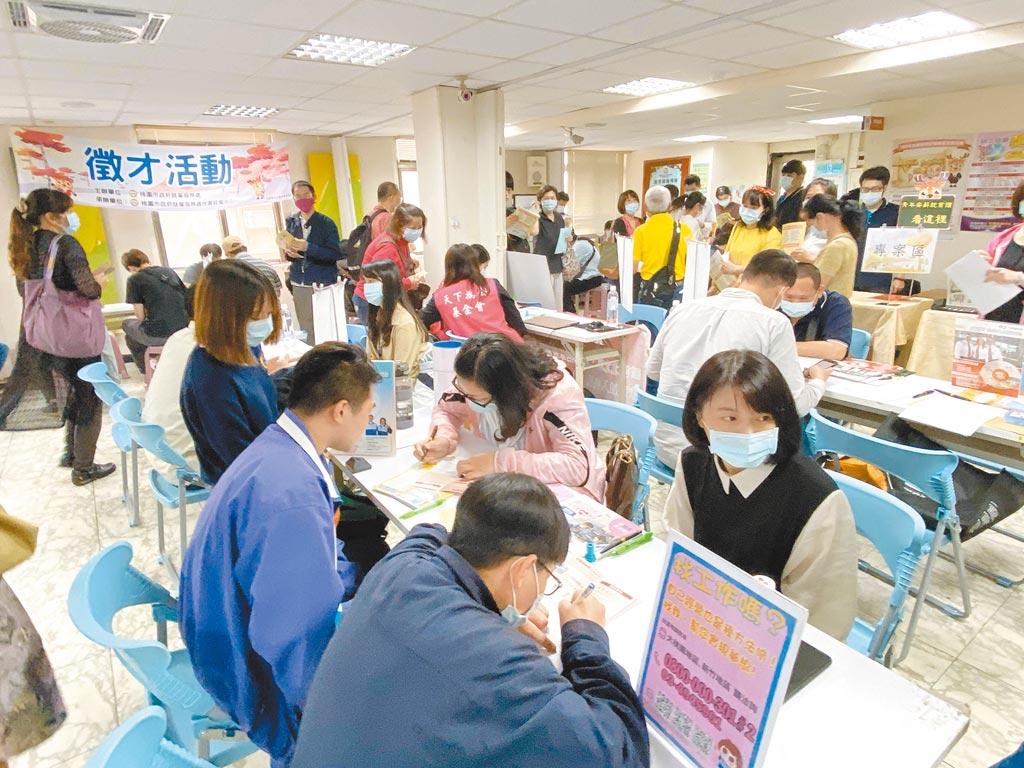 勞動部統計,今年7月核發5萬3859件失業給付,是疫情爆發以來新高。(本報資料照片)