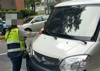 收費停車格暫講電話遭開單怒嗆:你故意的? 網友:全噓爆