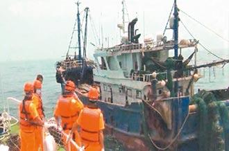 漁船遭陸船碰撞 海巡攔截討公道