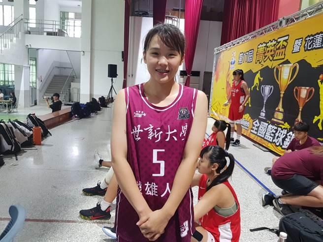 陳育緹是世新女籃現任隊長,希望隊友先發、替補都能有掌握比賽的能力。(陳筱琳攝)