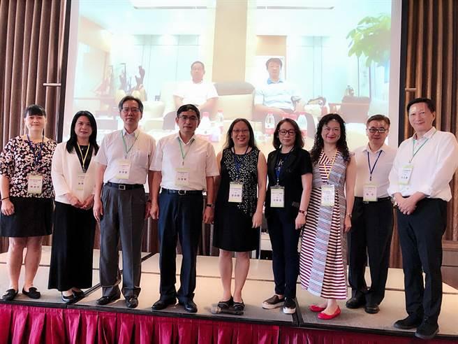 中華大健康服務促進協會8月23日下午在台北成立,全體理監事合影。(王雅芬攝影)