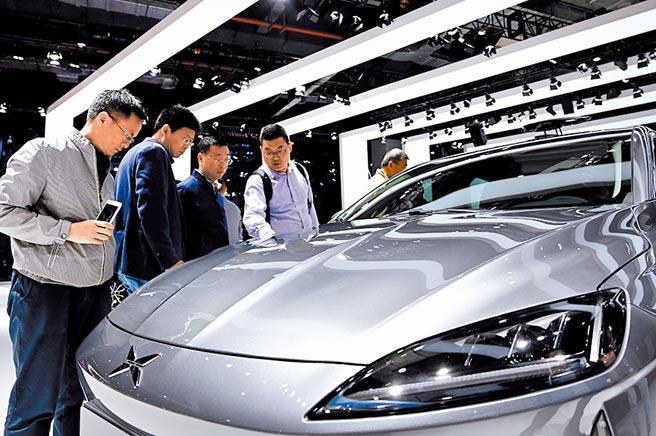 電動車正夯 近期特斯拉業績與股價飆漲,帶動資本市場對電動車概念的熱情,大陸新能源車企也趁此良機加快布局動作。圖/新華社