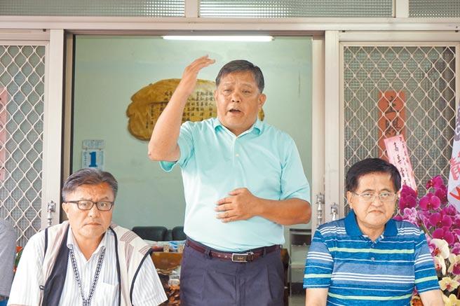 新科和平區長吳萬福獲民進黨公開力挺,橫掃近5成得票率,贏得選舉。(王文吉攝)