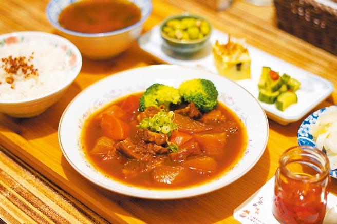 「馨苑」的御膳紅燒牛三寶個人套餐。(何書青攝)
