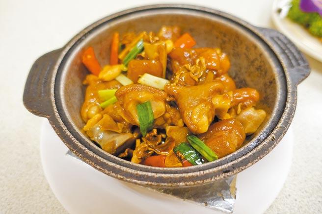「三喜食堂」三杯豬腳為主廚大推招牌菜式。(黃采薇攝)