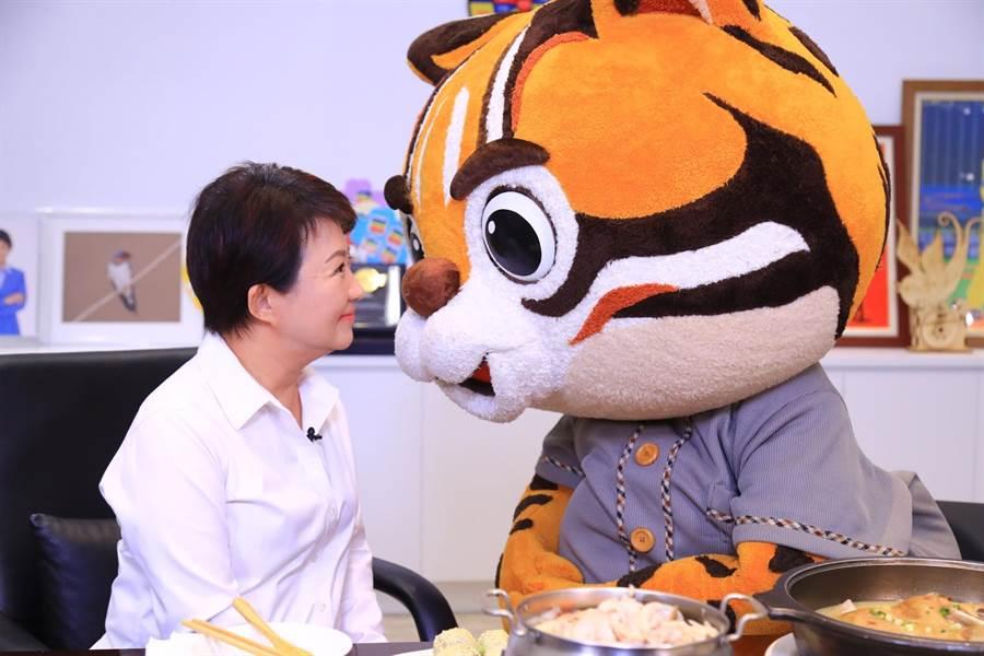 盧秀燕與虎爸PK看誰先眨眼。(台中市政府提供/陳世宗台中傳真)