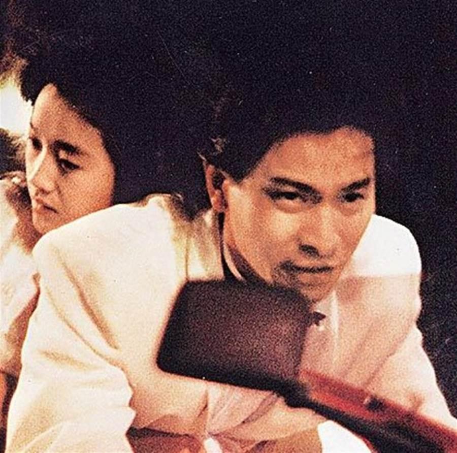 劉德華當年演出陳木勝執導《天若有情》走紅。(取自百度百科)