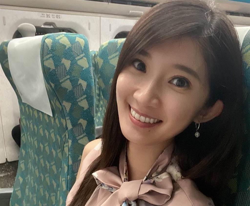 主持北漂青年座談會後爆紅的正妹李明璇。(擷取自李明璇臉書)