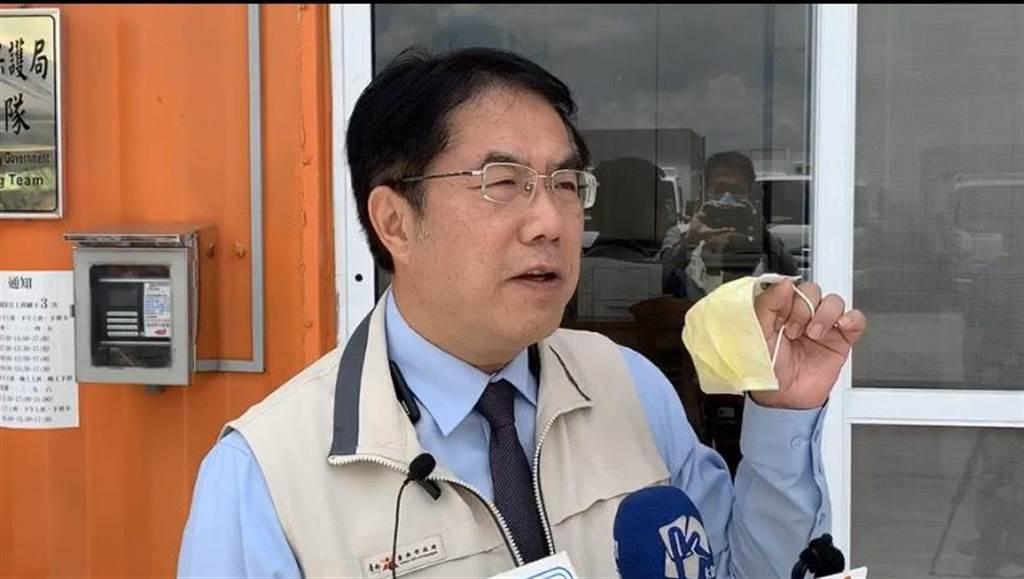 台南市長黃偉哲稱,今起針對室內未戴口罩,將從嚴處理。(南市府提供/李宜杰台南傳真)