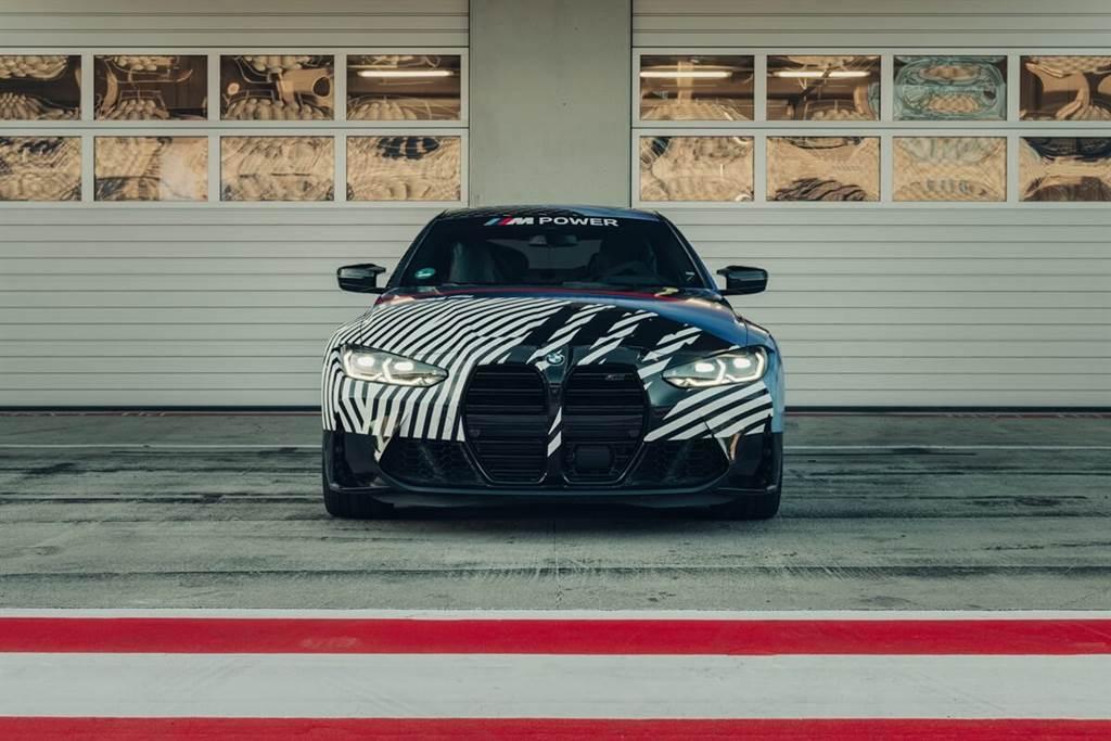 BMW M4 Coupe和M4 GT3原型賽車在MotoGP賽季期間提前亮相!並誕生了第一位新M4車主